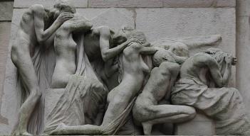 Père-Lachaise_-_Monument_aux_morts_-_après_restauration_04