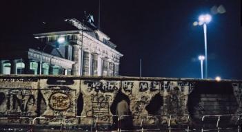 Mauer_Berlin_27_dpa