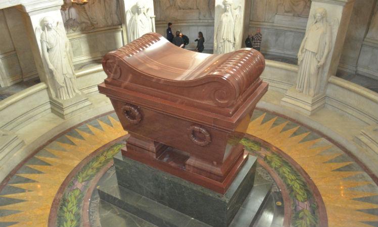 O megalomaníaco túmulo de Napoleão Bonaparte, em Paris